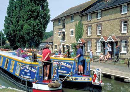 """Im Schritttempo durch Großbritannien: Für die """"Narrowboats"""" stehen insgesamt 3219 Kilometer Kanäle zur Verfügung"""