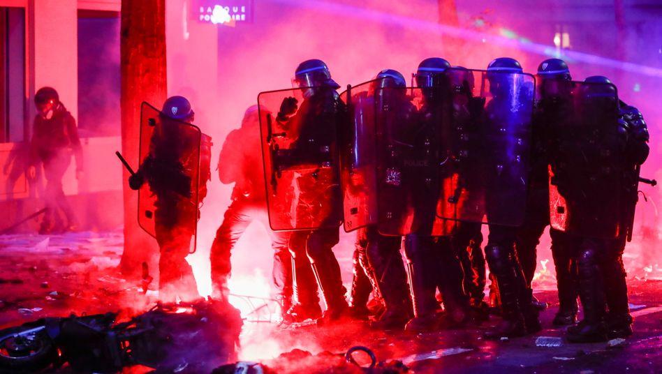 Einsatzkräfte in Paris