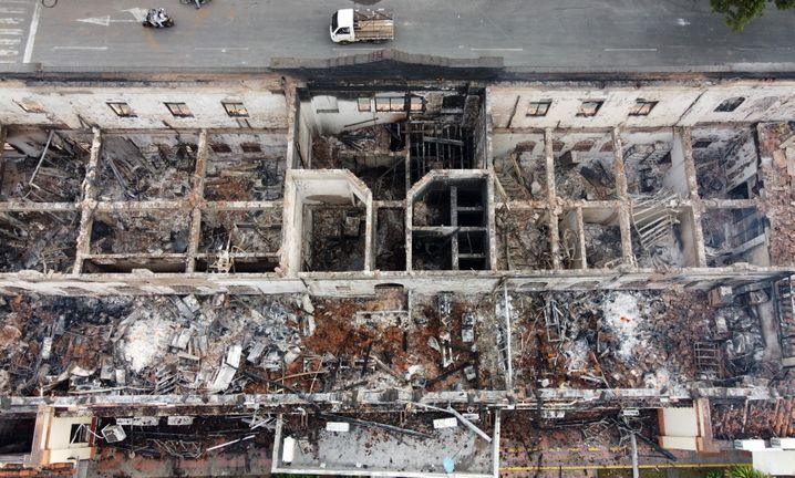 Luftaufnahme von der Ruine des ausgebrannten Justizpalastes in Tulua