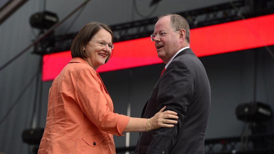 Ehepaar Steinbrück (Mitte August in Berlin): Erpresser stellt sich