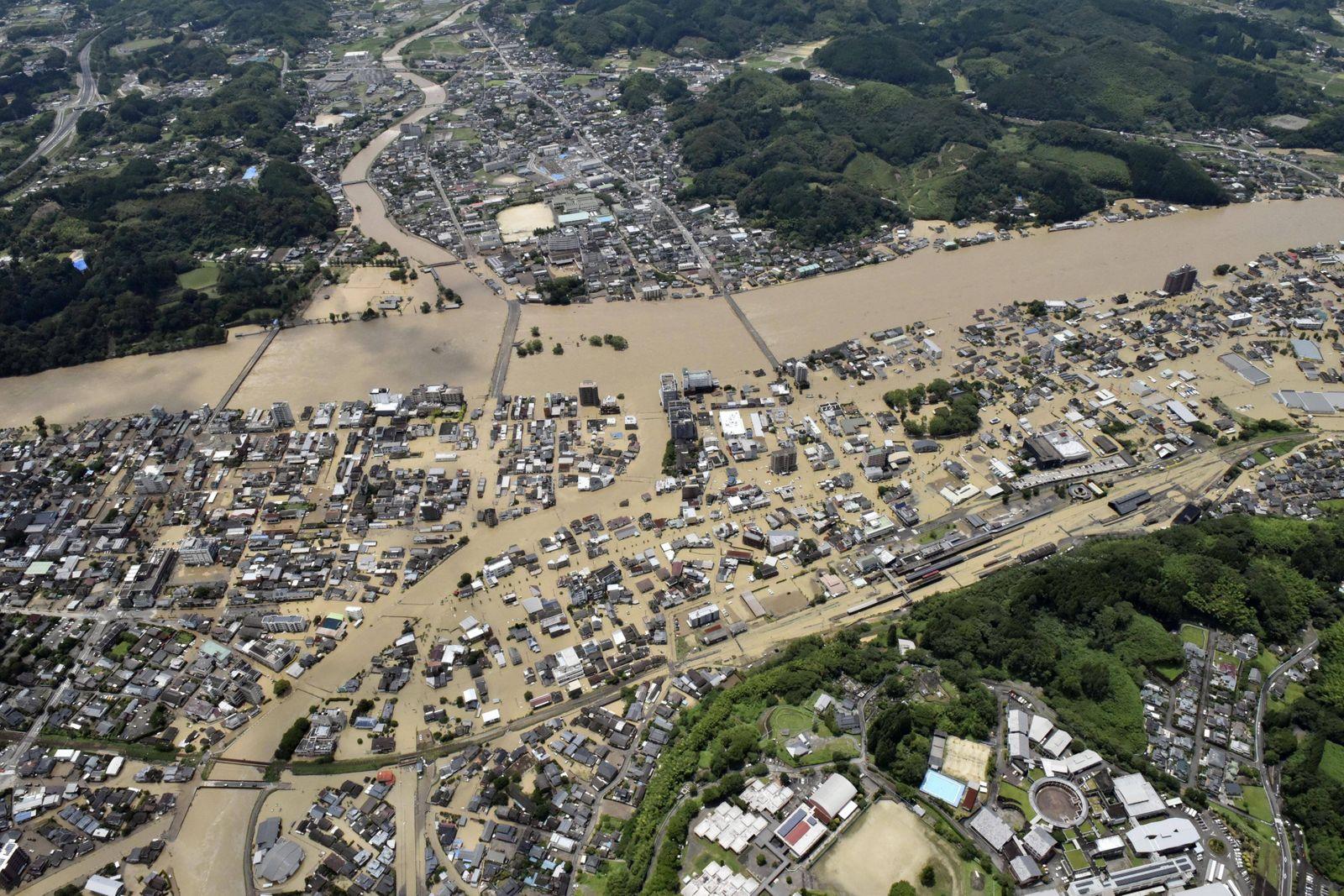 Japan, Überschwemmungen in Provinzen Kumamoto und Kagoshima Torrential rain triggers massive flooding in southwestern J