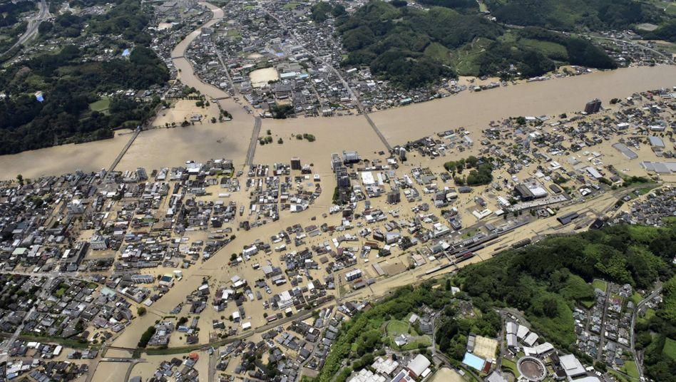 Nach starken Regenfällen wurden Orte in den Provinzen Kumamoto und Kagoshima im Südwesten Japans überschwemmt