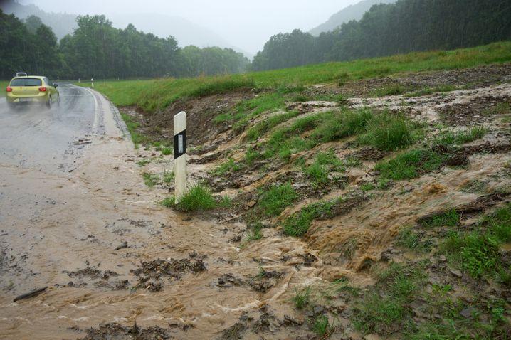 Tief Bernd bringt Regen über Eifel und Hunsrück, die Hochwassergefahr steigt