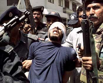 Terror-Insider Binalshinbh (bei seiner Festnahme in Pakistan: Wissen bleibt geheim