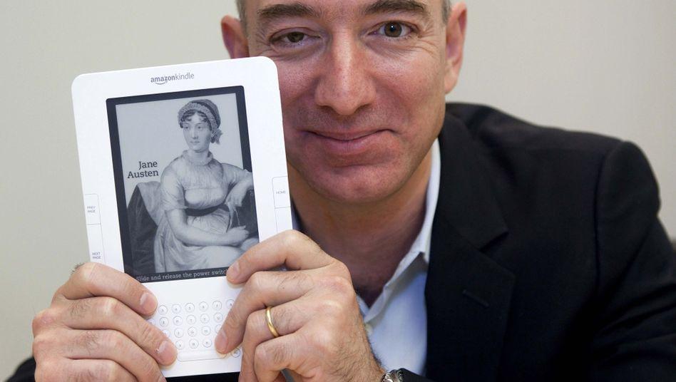 "Amazon-Chef Bezos mit Kindle: ""Millionen Kunden in aller Welt"""