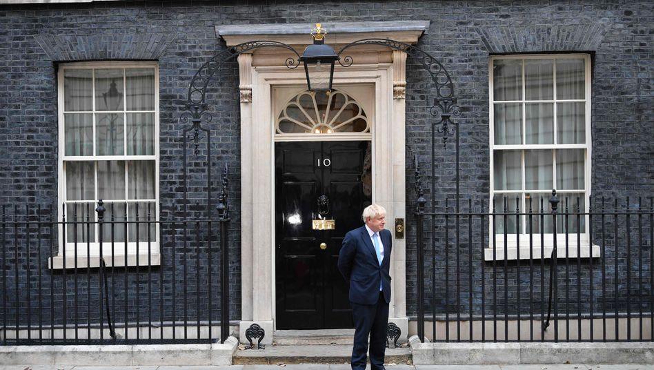 Premierminister Boris Johnson vor seinem Amtssitz Downing Street