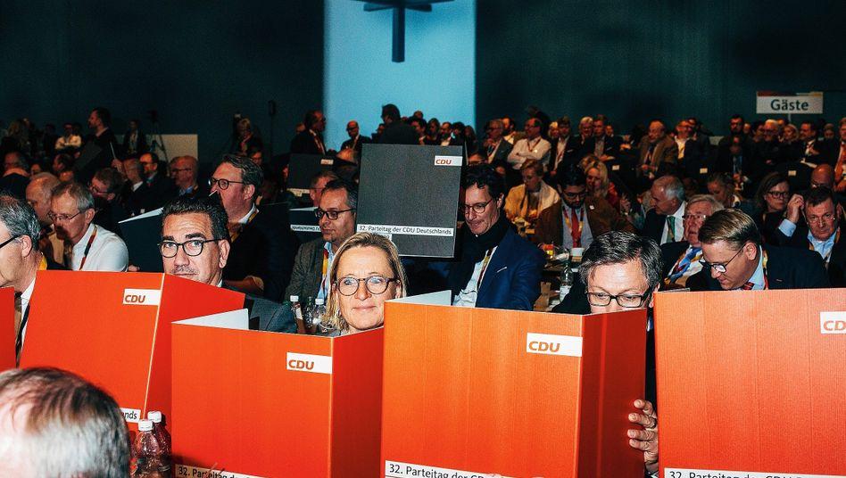 Delegierte auf CDU-Parteitag in Leipzig 2019: Viel Mensch auf wenig Raum