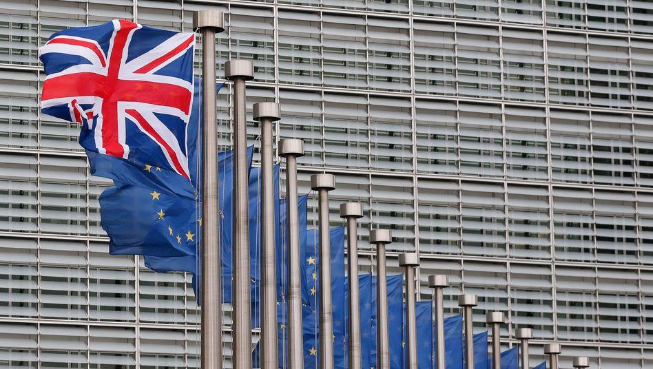 Flaggen vor der EU-Kommission: Verheerende Folgen für Unternehmen