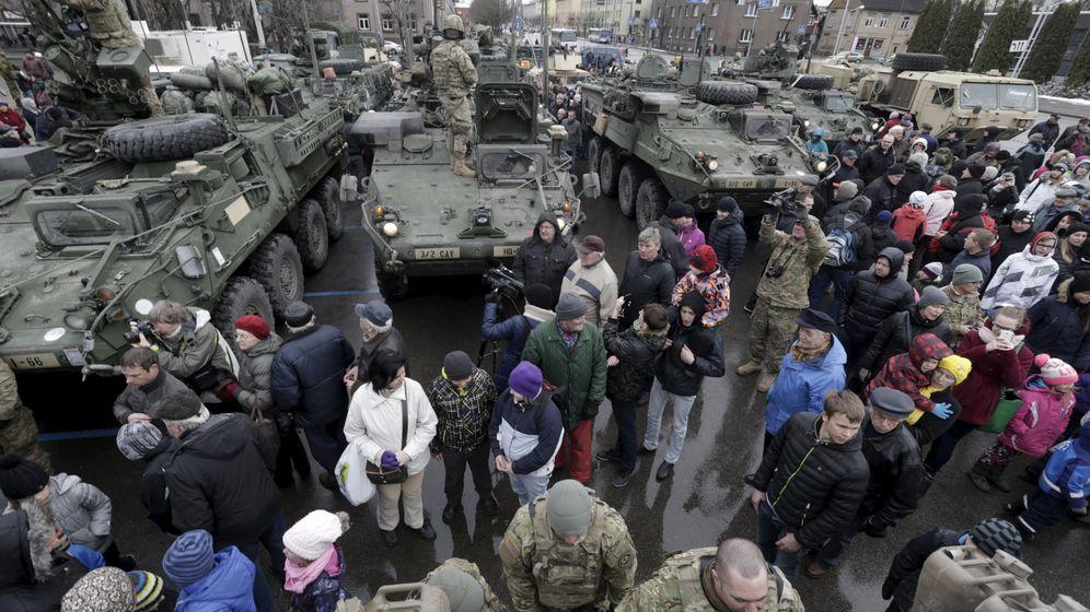 """Solidarität mit Nato-Partnern: US-Panzer auf """"Straßenmarsch"""""""