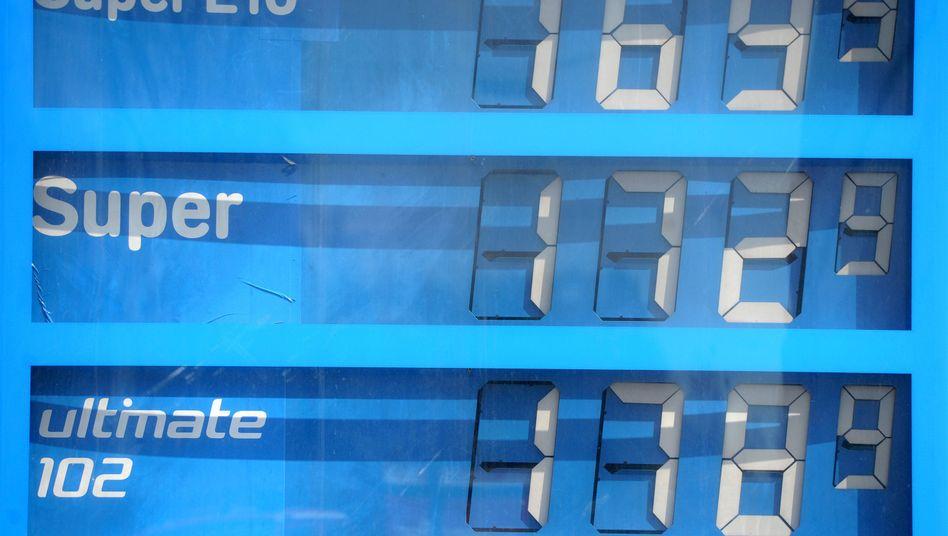 Tankstelle in Baden-Württemberg: Preise für Strom und Benzin treiben Inflation
