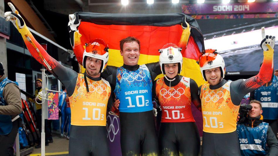 Rodler Arlt, Loch, Geisenberger, Wendt (v.l.): Gold mit der Team-Staffel