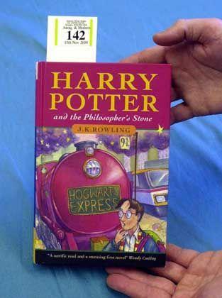 """Erstausgabe von """"Harry Potter und der Stein der Weisen"""": Der erste Potter-Titel war 1997 zunächst nur in einer Auflage von 500 Exemplaren erschienen."""