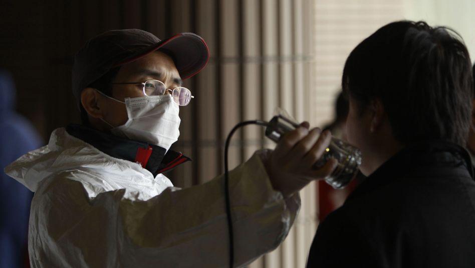 Strahlentest bei Geretteten: Höhere Werte in Tokio gemessen