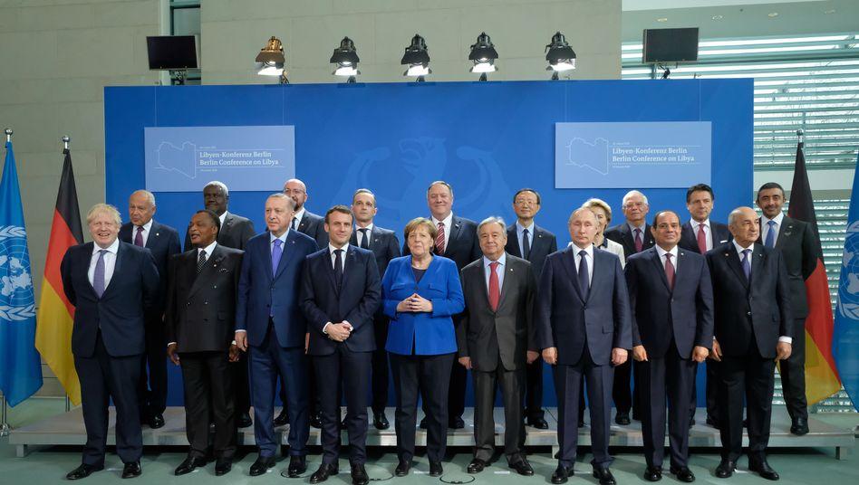 Nur zweiter von rechts in der hinteren Reihe: Giuseppe Conte und die anderen Staats- und Regierungschefs in Berlin