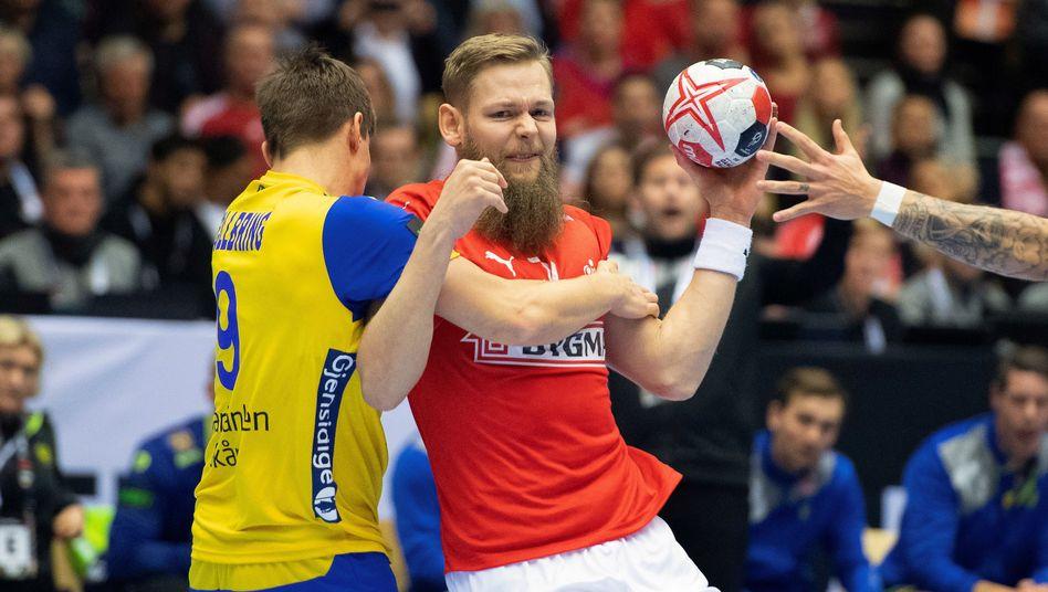 Dänemarks Nikolaj Nielsen (r.) im Zweikampf mit Schwedens Jerry Tollbring