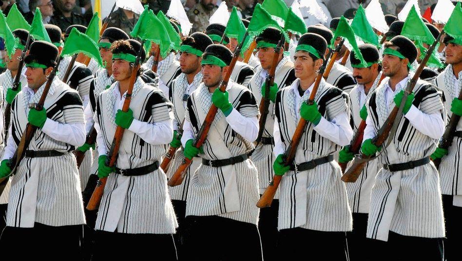 Revolutionswächter bei einer Parade