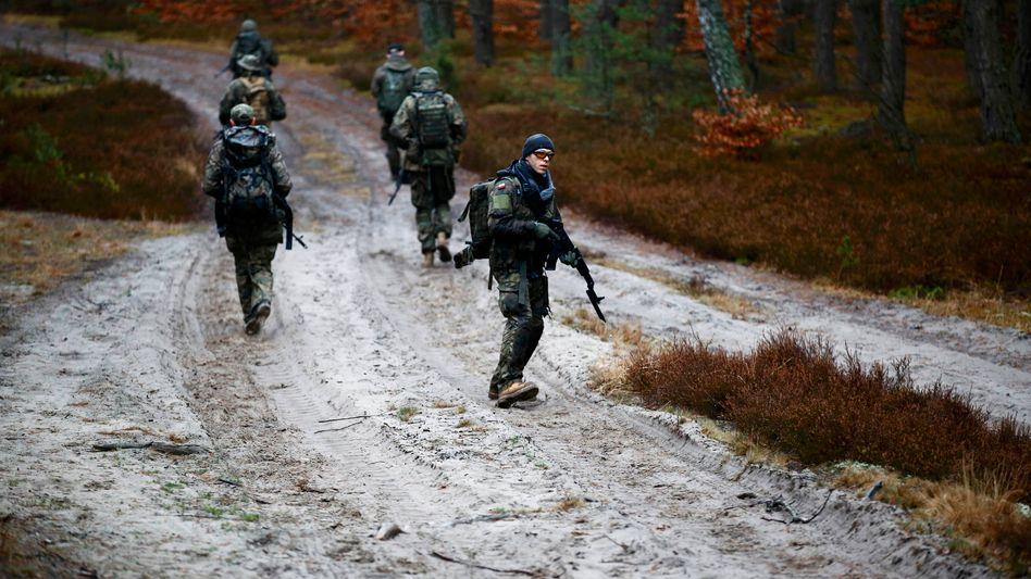 Mitglieder einer paramilitärischen Gruppe in Polen