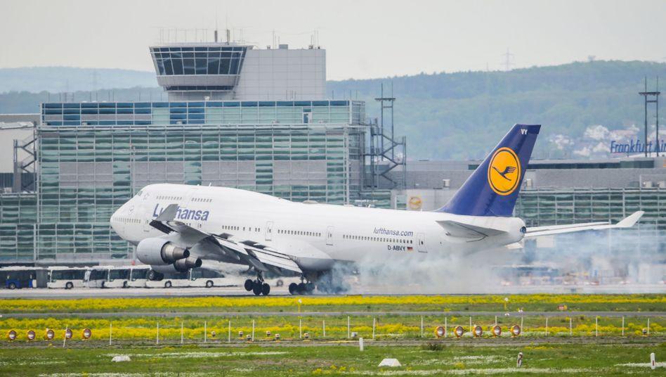 Frankfurter Flughafen: Im vergangenen Sommer kam es im Lufthansa-Terminal 1 zu langen Wartezeiten