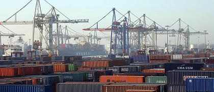 Hamburger Hafen: Eine Milliarde Euro werden für den Ausbau der Terminals in den nächsten Jahren benötigt - private Investoren sollen das Problem lösen