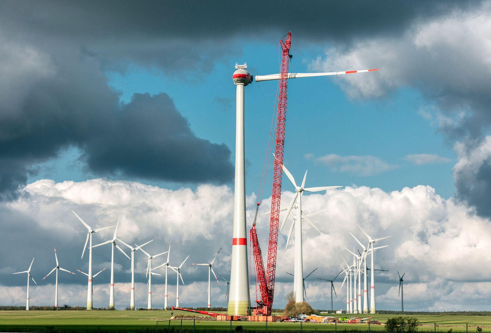 Aufbau Enercon WEA E126 im Windkraftpark Feldheim