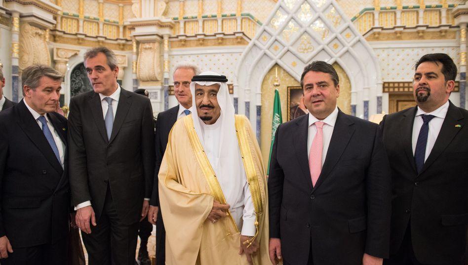 Gabriel, Saudischer König (Archivbild vom März): Weniger Rüstungsexporte?