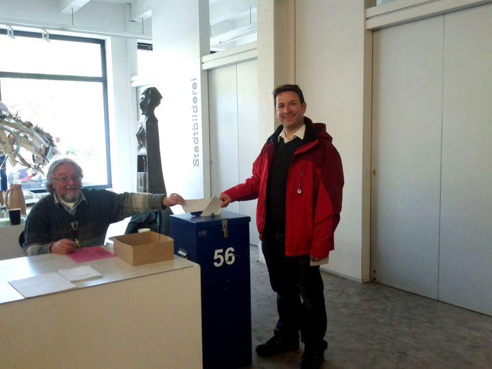 Uli König bei der Stimmabgabe in Kiel