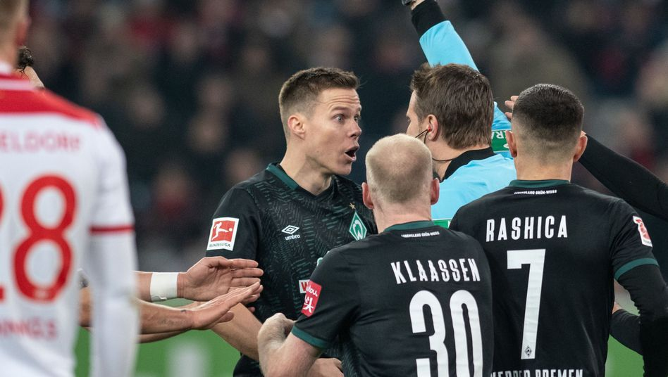 "Nach Gelb-Rot für Bremens Moisander: Kohfeldt kritisiert Respekt-Regel des DFB als ""Irrsinn"""
