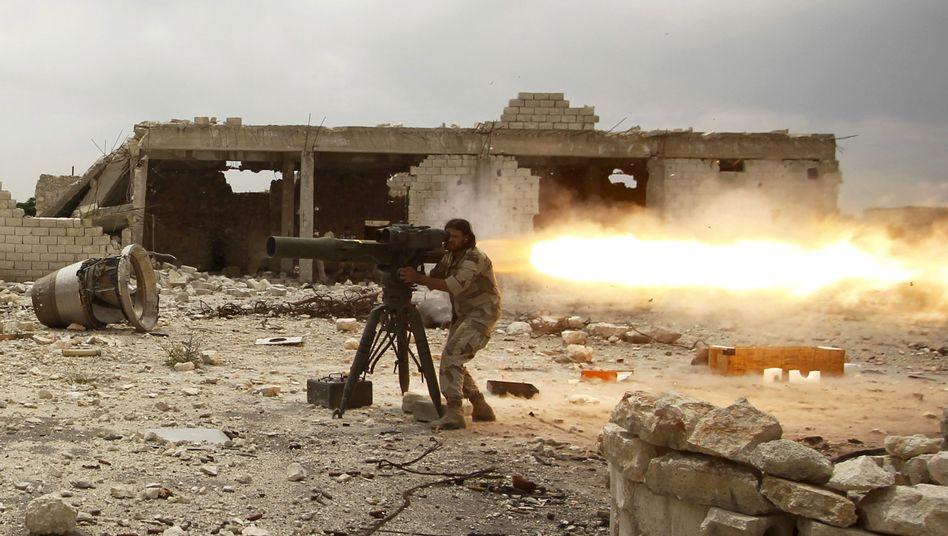"""Rebell in Syrien beim Abschießen einer Panzerabwehrrakete: """"Wir bekommen, wonach wir fragen"""""""