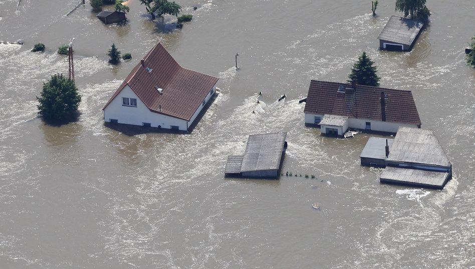 Überflutete Häuser in Sachsen-Anhalt: Hoffentlich elementarschadenversichert