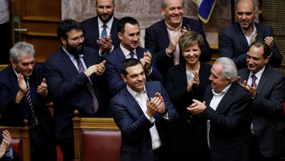 Alexis Tsipras (im Vordergrund)