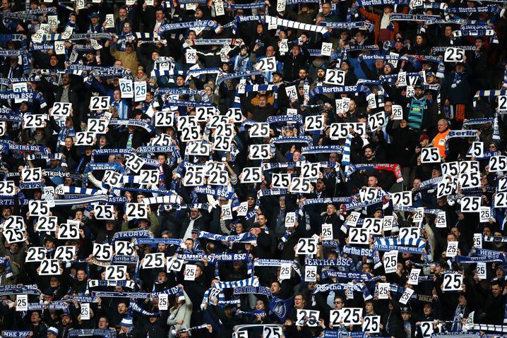 Die Hertha-Fans zeigten sich solidarisch mit Jordan Torunarigha