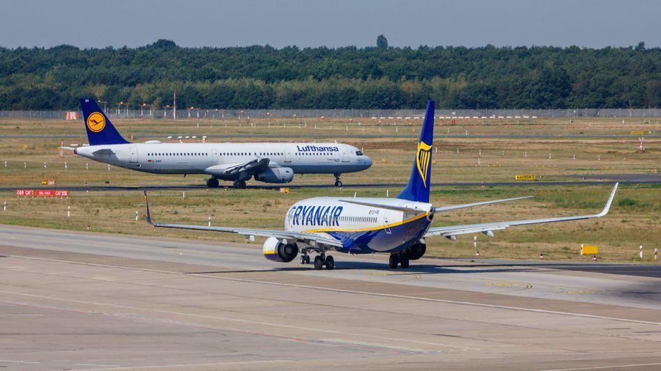 Zwei Flugzeuge auf dem Flughafen Berlin-Tegel: Welche Kurzstrecken sind besonders beliebt – und wie viele könnte man ersetzen? (Archivbild)