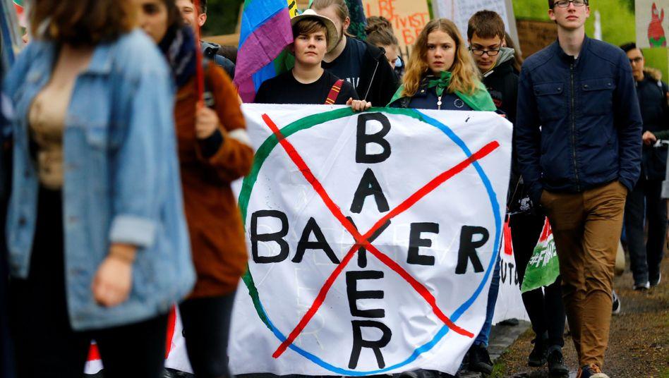 Protest gegen Monsanto-Mutter Bayer: Internationale Kanzlei soll Späh-Skandal aufklären