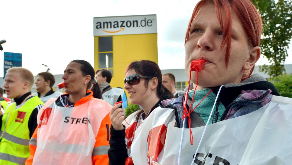 Photo Gallery: German Amazon Workers Go on Strike