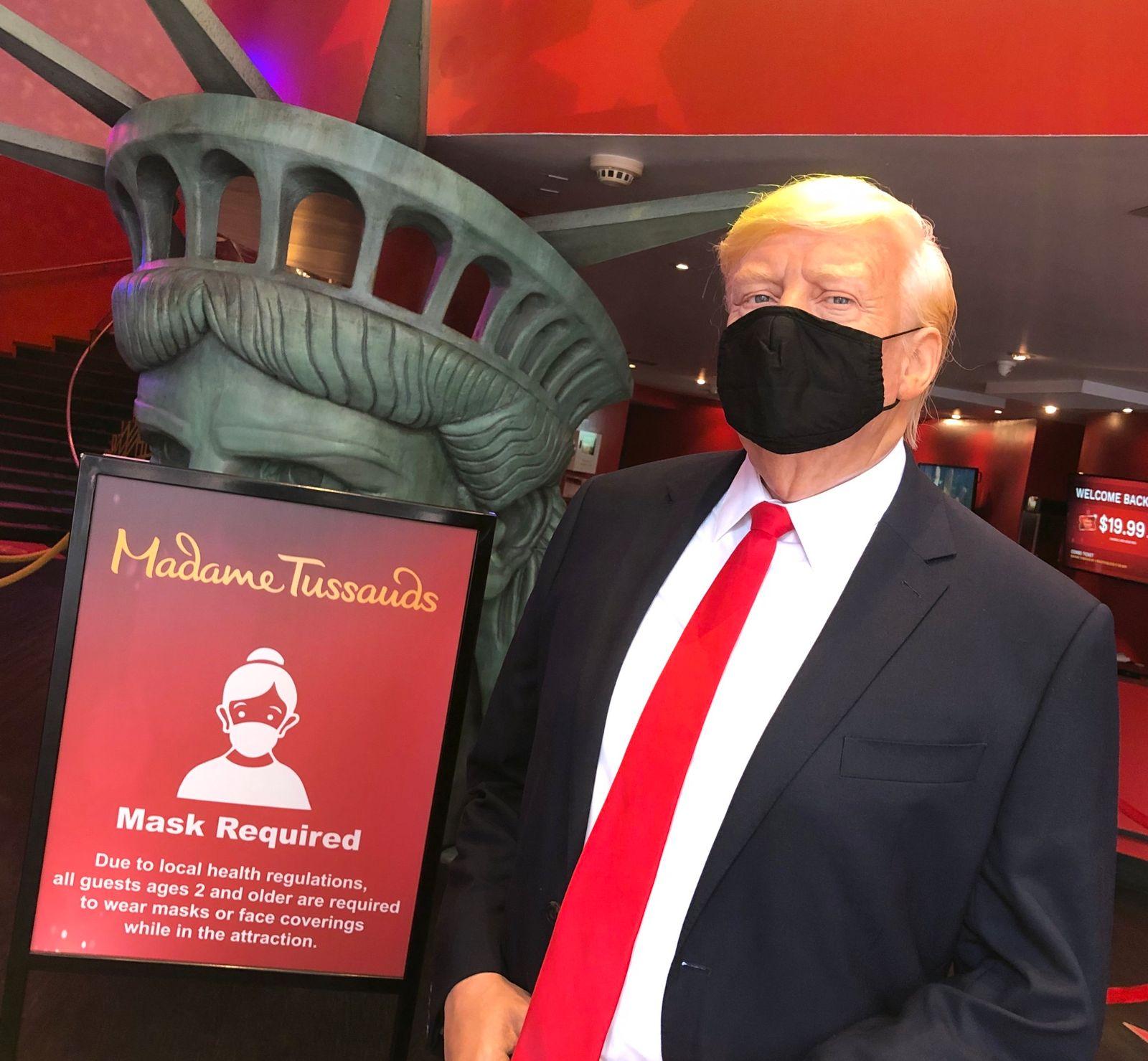 Trump-Wachsfigur inNew York mit Maske