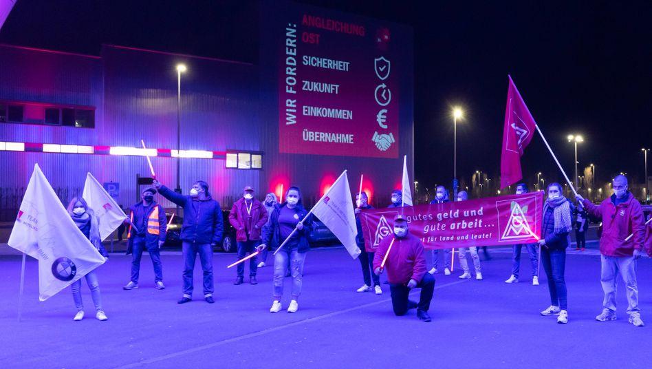 Warnstreik der IG Metall in Leipzig: Neuer Tarifvertrag soll bis 30. September 2022 gelten
