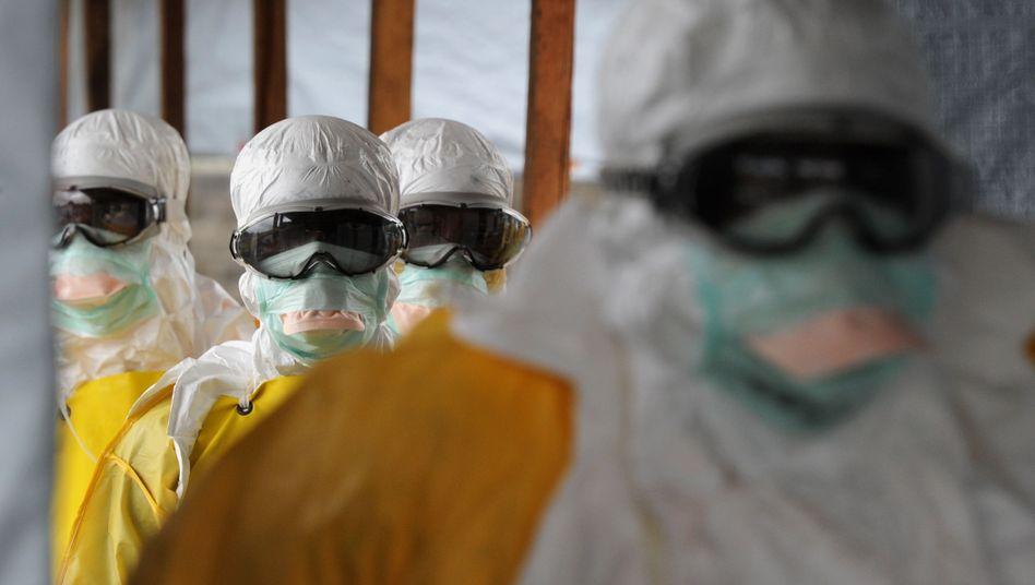"""Mediziner in Schutzanzügen in Monrovia: """"Es war die Hölle"""""""
