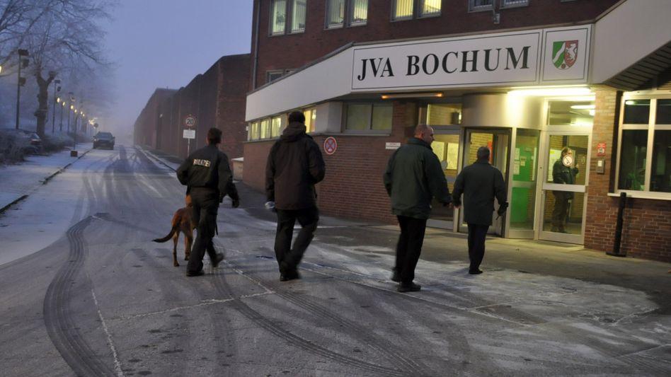 """Polizisten vor der JVA Bochum: """"Haftanstalten sind Risikounternehmen"""""""