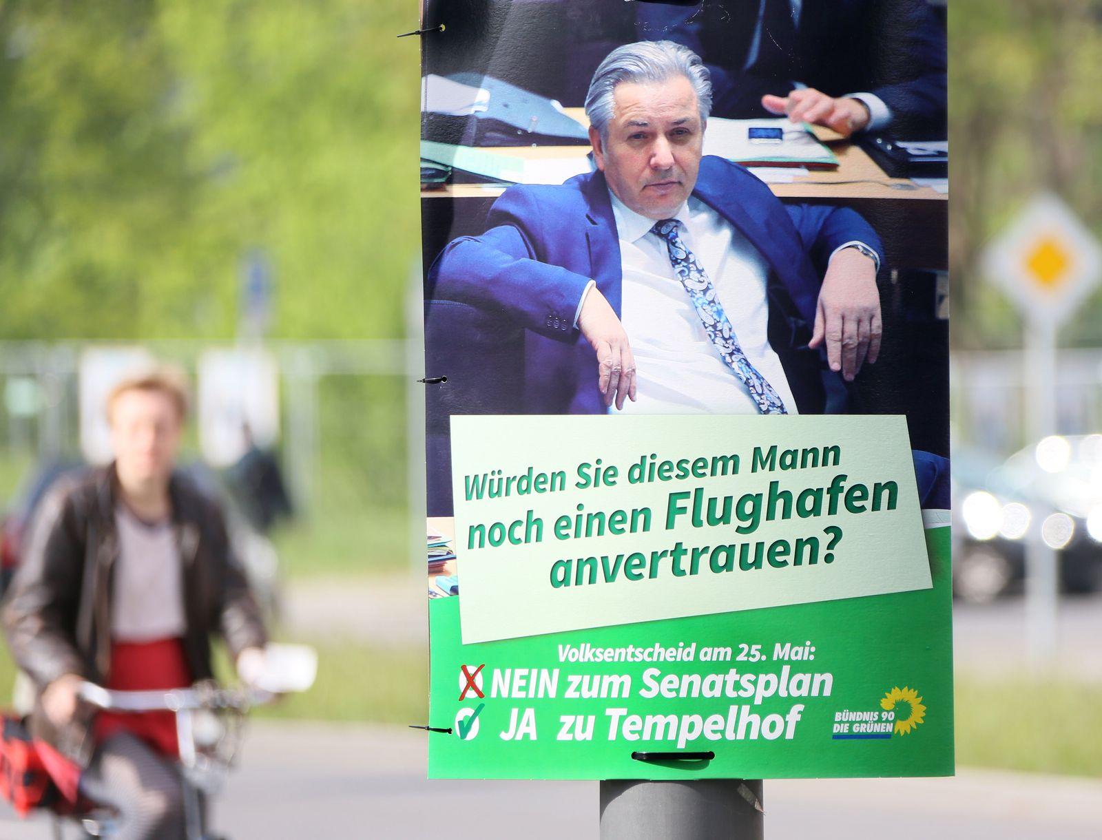 Plakat der Grünen zum Volksentscheid über Flughafen Tempelhof