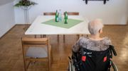 Der Eigenanteil für Pflege im Heim steigt auf 2015 Euro - pro Monat