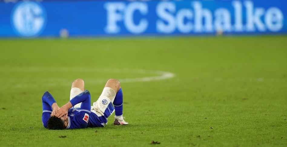 Ozan Kabak nach Schlusspfiff der Partie gegen Köln