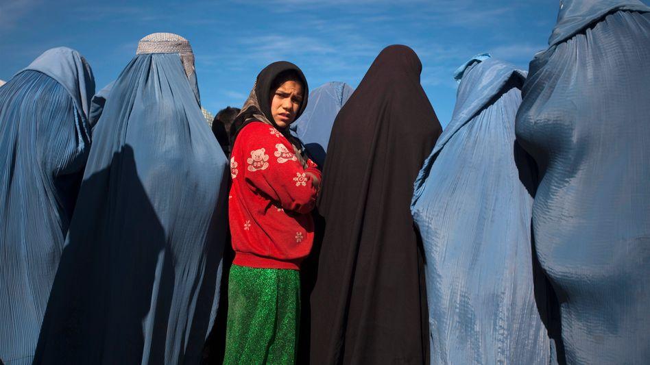 Afghanische Frauen: Alle Taliban-Gruppierungen treten ihre Rechte mit Füßen