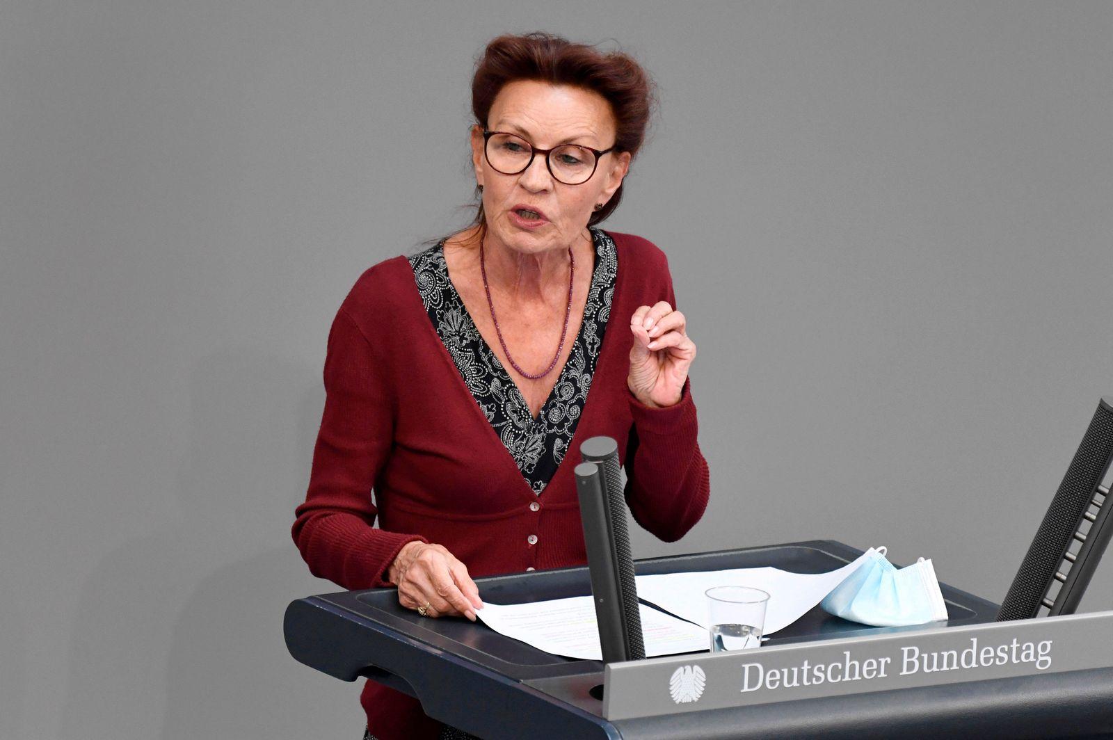 Ulla Jelpke in der 233. Sitzung des Deutschen Bundestages im Reichstagsgebäude. Berlin, 10.06.2021 *** Ulla Jelpke at t