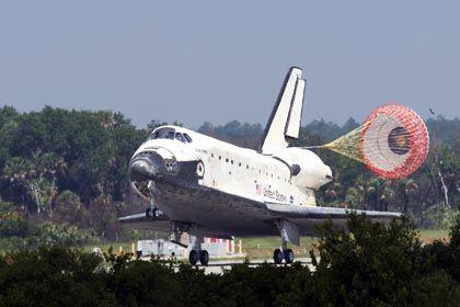 """""""Discovery"""" bei der Landung: Sicher zurück auf der Erde"""
