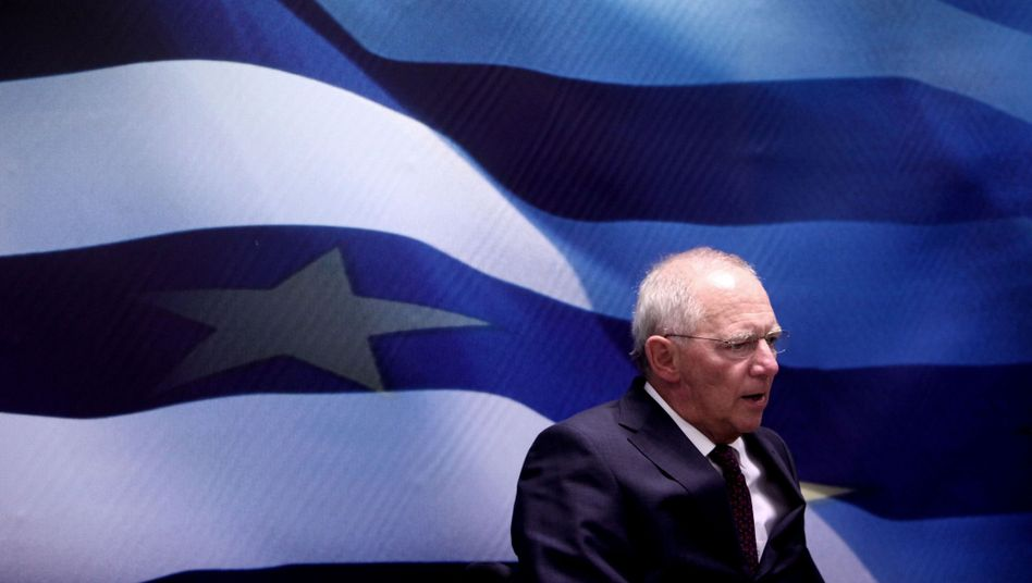 """Finanzminister Schäuble im Juli in Athen: """"Sie sind noch nicht über den Berg"""""""