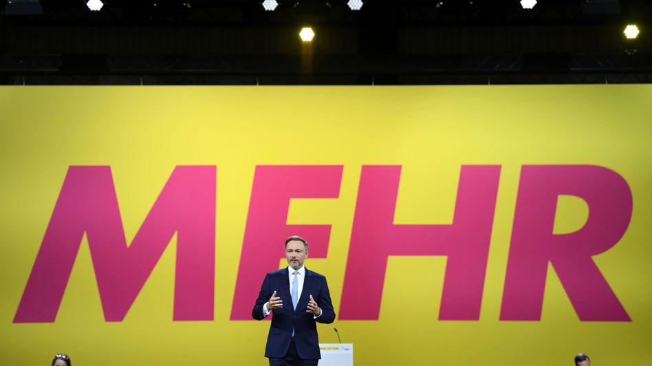 FDP-Chef Christian Lindner auf dem Sonderparteitag in Berlin: »Garant für die Mitte«