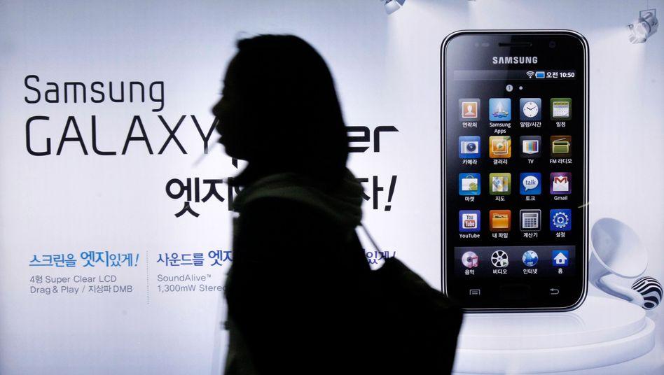 Eine Frau vor einer Werbung für das Samsung Galaxy: Konkurrenz aus China