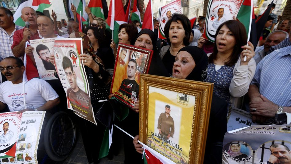 Palästinenser demonstrieren im Westjordanland: Tausende sitzen in Israel in Haft