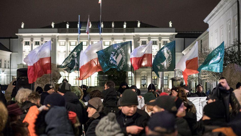Demonstration für das polnische Holocaust-Gesetz (in Warschau)