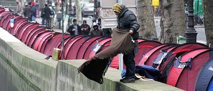 Obdachloser am Kanal Saint-Martin: Solidarität mit Wohnungssuchenden